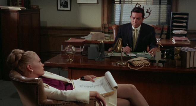 The Thomas Crown Affair - Faye Dunaway & Paul Burke